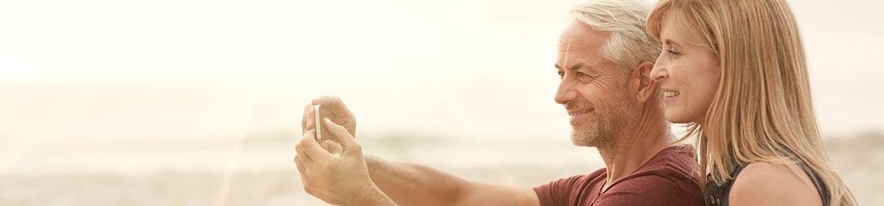 couple-taking-selfie-beach-cropped-971530-edited.jpg